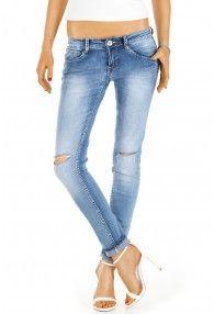 Damenjeans mit offenem Knie, blaue Waschung und hüftigem Schnitt von bestyledberlin
