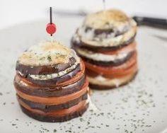 Mille feuille aubergine-tomates au bleu d'Auvergne : http://www.cuisineaz.com/recettes/mille-feuille-aubergine-tomate-au-bleu-d-auvergne-79793.aspx