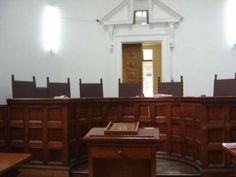 Domstolen dömde en man att betala tillbaka 142.900 euro till en kvinna från Rhodos. Tanken var att de skulle gifta sig men det blev aldrig ... Euro, Buffet, Cabinet, Storage, Furniture, Home Decor, Rhodes, Clothes Stand, Purse Storage