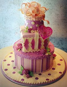 ♥ Pretty Birthday cake in pinks, ivories and gold