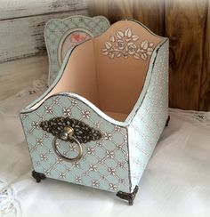 Pretty Storage Boxes, Tole Painting Patterns, Desktop Storage, Small Space Storage, Decoupage Box, Craft Bags, Shabby Chic Cottage, Diy Storage, Painted Furniture
