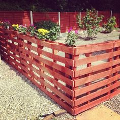 Recycled pallet fence is pretty clever.