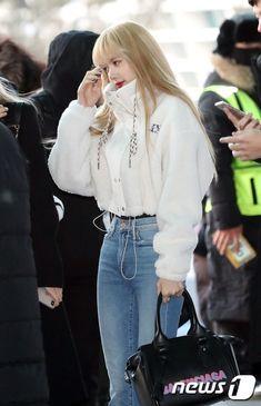 Lisa Lalisa Manoban Blackpink LISA Airport fashion ICN to philippines Lisa Blackpink [lalalalisa_m] Blackpink Fashion, Ulzzang Fashion, Korean Fashion, Fashion Outfits, Kpop Outfits, Korean Outfits, Trendy Outfits, Lisa Blackpink Wallpaper, Black Pink Kpop