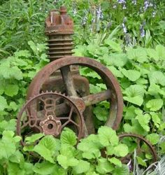 garden rusty stuff LOVE >. - ditto!!