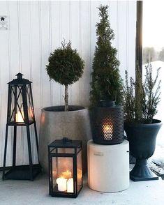 Nature Plants, Outdoor Christmas Decorations, Scandinavian Christmas, Winter Garden, Garden Styles, Christmas Time, Lanterns, Planter Pots, Backyard