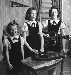 size: Premium Photographic Print: Country Western Singing Carter Sisters Anita, June and Helen, Singing, Playing Autoharp and Guitar by Eric Schaal : Artists Johnny Cash June Carter, Johnny And June, Academy Of Country Music, Country Music Awards, Country Musicians, Country Singers, John Cash, Guitar Posters, Best Guitar Players