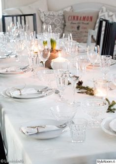 Table Settings, Christmas Decorations, Dining Room, Nice, Place Settings, Nice France, Dining Rooms, Christmas Decor, Restaurant