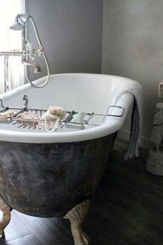 Inspiring & Dreamy | oldfarmhouse:   The FarmHouse Claw Tub   ...