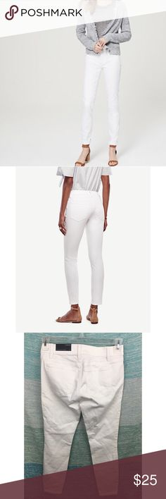 "Ann Taylor White Skinny Ankle Denim Modern Jeans New with tags. Petite size. Skinny white jeans that stop at the Ankle, Modern fit. 30"" Waist, 26"" Inseam. Ann Taylor Jeans Ankle & Cropped"