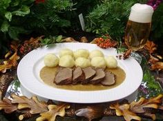 Pomsta hájnikovej ženy Czech Recipes, Russian Recipes, Sausage, Stuffed Mushrooms, Food And Drink, Eggs, Beef, Cheese, Vegetables