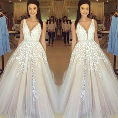 Gorgeous Sleeveless V-Neck Prom Dress 2017 Lace Appliques