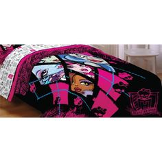 Looking for bedding with a scary-cute twist? This Back To Ghouls Twin/Full comforter features the ghoulish gang of Monster High. Monster High Room, Love Monster, Monster High Dolls, Comforter Sets, Bedding, Full Bed, Amazon Price, Diy For Girls, Kids Bedroom