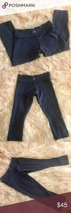 Lululemon Cropped Yoga Pants Lululemon Cropped Yoga Pants Great used condition Dark indigo color 🚫 Trades 🚫 Modeling lululemon athletica Pants