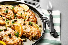 This easy low carb keto chicken piccata is a great Italian dish perfect for your family dinner on busy weeknights. This keto lemon chicken piccata is very delicious which includes chicken pieces in a creamy buttery lemon sauce. Paleo Lemon Chicken, Lemon Garlic Pasta, Lemon Herb Chicken, Chicken Parmesan Recipes, Spinach Recipes, Crispy Chicken, Easy Chicken Recipes, Keto Chicken, Turkey Recipes