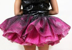 Skirt of bubble wrap dress PD Unique Fashion, Diy Fashion, Fashion Show, Fashion Design, Dress Fashion, Anything But Clothes, Recycled Dress, Paper Fashion, Recycled Fashion