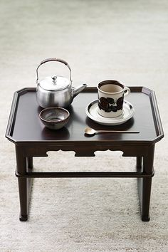 덴스크 김효진 대표의 새해 첫 식탁 풍경 이미지 3 Cafe Concept, Portable Table, Living Furniture, Traditional House, Kitchen Dining, Table Settings, Plates, Meatball, Tableware