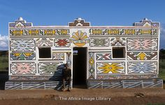 Photos and pictures of: Loopspruit Ndebele Village, the Ndebele fingerpaint their houses. Pretoria, South Africa - The Africa Image Library African Life, African Art, Unusual Buildings, Beautiful Buildings, South Afrika, Out Of Africa, Pretoria, Finger Painting, World Of Color