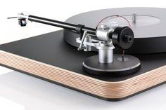 De Clearaudio Concept Wood zet een nieuwe standaard in deze prijsklasse. Aan de buitenkant is deze platenspeler prachtig afgewerkt met een houten chassis, maar toch met een eenvoudige bediening. De Clearaudio Concept is uitgevoerd met een friction free magnetic bearing tonerarm. De draaitafel wordt aangevuld met de hoogwaardige Clearaudio Concept cartridge. De draaitafel is leverbaar …