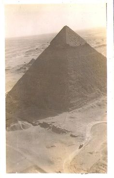 Great pyramid from the air, circa 1940