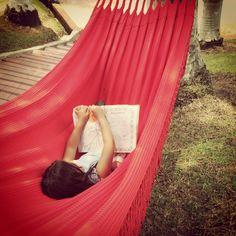 De niños, si que sabemos disfrutar de la vida...pero cuando crecemos se nos olvida por completo!    #Gaby #Sobrinos #Colorear #Hamacas #AireLibre