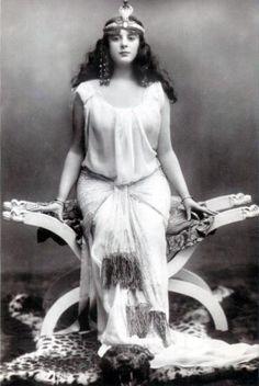 Gaynor Rowlands as Salome.