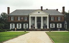 Mont Royal...home of the Mains - This was actually Boone Hall Plantation outside of Charleston, South Carolina.