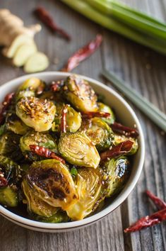 They're tangy, sweet, spicy, and the perfect 30-minute dish for your weeknight meals! General Tso's Brussels Sprouts | healthynibblesandbits