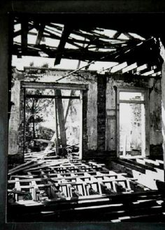 Seven Oaks Plantation - The house was still standing in but Marathon Oil demolished it a few years later. Old Abandoned Buildings, Abandoned Castles, Abandoned Mansions, Abandoned Places, Abandoned Property, Abandoned Plantations, Louisiana Plantations, Louisiana Homes, Louisiana History