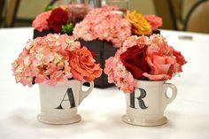 #flowermugcenterpiece #redandcoral #chezrosefloraldesigns