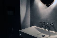 SGS Design Ltd, Tadelakt plaster in dark grey with wall hung basin and Lefroy Brooks Mackintosh wall taps