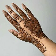 Henna Flower Designs, Henna Tattoo Designs Arm, Pretty Henna Designs, Modern Henna Designs, Finger Henna Designs, Arabic Henna Designs, Mehndi Designs Feet, Beginner Henna Designs, Latest Bridal Mehndi Designs