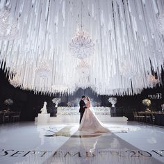 What Should You Look For In A Wedding Photographer - Modern Wedding- We are in awe of this couples luxury reception! White Wedding Decorations, Luxury Wedding Decor, Luxury Wedding Dress, Cheap Wedding Dress, Elegant Wedding, Dream Wedding, Wedding Day, Wedding Shot, Wedding Music