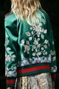 Gucci Spring 2016 Ready-to-Wear Fashion Show Details - Vogue Moda Fashion, Fashion Week, Runway Fashion, High Fashion, Fashion Show, Womens Fashion, Fashion Trends, Gucci Fashion, Jeans Und Sneakers