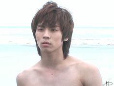 He looks so hot here! Shinee Five, Shinee Jonghyun, Lee Taemin, You Are My Friend, Kim Kibum, Kpop Guys, Stay Young, Sexy Gif, The Shining