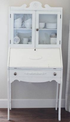 DIY Upcycle Desk // Upcycle an old desk in just a few easy steps with Home Decor Chalk Finish Paint from Jo-Ann Fabric and Craft Stores