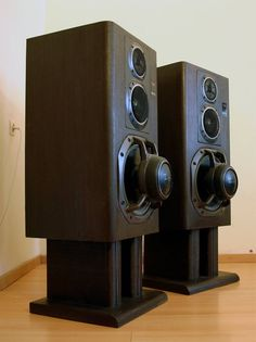 Loudspeakers - They look like Technics? But crazy looking! Audiophile Speakers, Hifi Audio, Stereo Speakers, Bookshelf Speakers, High End Speakers, High End Audio, Audio Design, Speaker Design, Audio Room