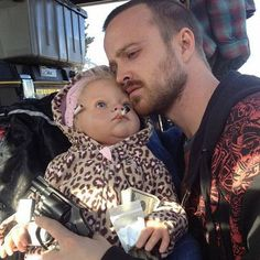 """Jesse teaching baby Holly all she needs to know about life: 35 Pictures That Will Change The Way You Look At """"Breaking Bad"""" Aaron Paul, Bryan Cranston, Anna Gunn, Walter White, Funny Baby Pictures, Funny Photos, Random Pictures, Disney Channel, Cartoon Network"""