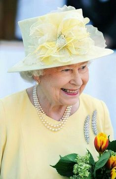 Hm The Queen, Royal Queen, Her Majesty The Queen, Save The Queen, English Royal Family, British Royal Families, Queen Fashion, Royal Fashion, Prinz Philip