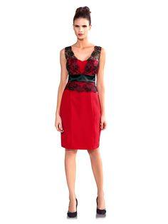 Robe de soirée rouge et bustier en dentelle : passion qui fait sensation !