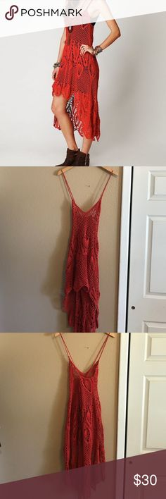 Free People Bella Donna dress xs Free People Bella Donna dress xs. Runs large. Hole in back and strap broken// but tied. Free People Dresses Midi