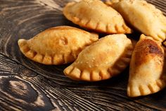 Travel is currently discouraged right now thanks to but you can still experience the foods of far away like these delicious empanadas from Miami. Chef Sara Salzinski gives you a tutorial on how to make these handheld snacks. Turnover Recipes, Pie Recipes, Fried Sweet Potato Pies Recipe, Beef Empanadas, Fried Pies, Relleno, Appetizers, Potatoes, Tasty