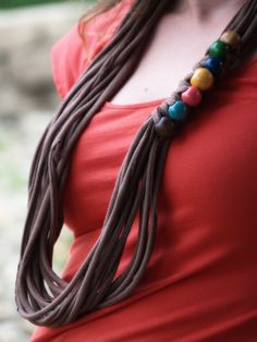 DIY TUTORIAL: T-shirt necklace with wood beads
