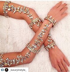 Waffenparty … Arm party … Waffenparty … Waffenparty … Waffenparty plus Hand Jewelry, Body Jewellery, Jewelry Box, Jewelry Accessories, Fashion Accessories, Fashion Jewelry, Jewlery, Jewellery 2017, Diamond Jewellery