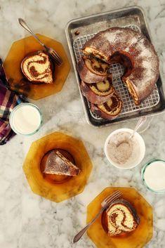 Christmas gingerbread recipe // Gingerbread Swirl Bundt Cake // gingerbread holiday recipe // ginger bundt cake // holiday cake recipe // delicious christmas cake recipe // best gingerbread recipe // Joy the Baker // christmas desserts Baking Recipes, Dessert Recipes, Yummy Recipes, Cake Recipes, Recipies, Plain Cake, Joy The Baker, Baking Basics, Gingerbread Cake