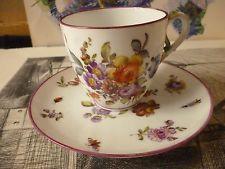 Allemagne Berlin XVIII Tasse et sous tasse porcelaine motif floral et insectes