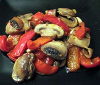 Mushrooms, Peppers and Garlic - Champinones, Pimientos y Ajo - Lisa Sierra (c)…