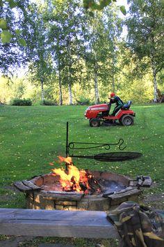 Nuotiolla, nuotiopaikka, grillaus. Fire, grill.