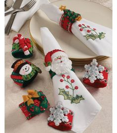 Bucilla Christmas Napkin Rings Felt Applique Kit