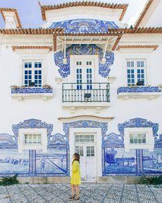 Os 7 painéis de azulejos mais bonitos de Portugal | VortexMag Visit Portugal, Lisbon Portugal, Portugal Travel Guide, Like Instagram, Disney Memes, Holiday Destinations, Stuff To Do, Places To Go, Gallery Wall