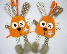 Réservé - Doudou lapin orange attache tétine personnalisé